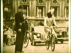 PC Sorcar, vendado, en bicicleta en París